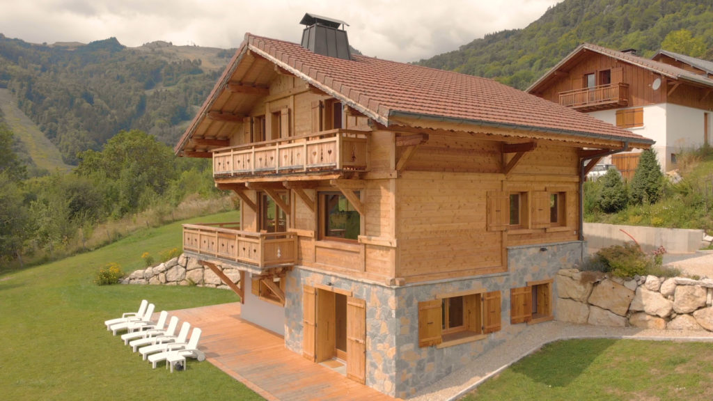 Real estate photo: chalet in the French Alps